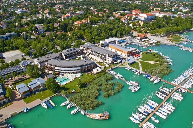 Read more about the article HOTEL SILVERINE LAKE RESORT